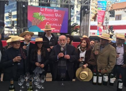 vino_con_chupalla_